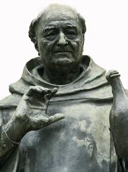 dom-perignon-statue-230.jpg
